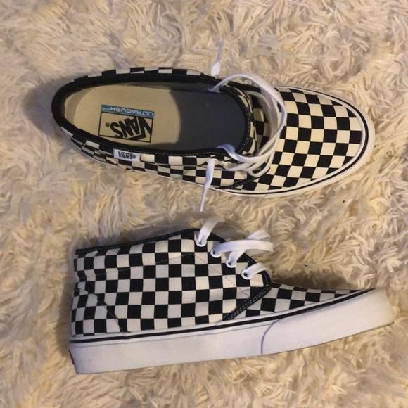 beste authentiek uitstekende kwaliteit ophalen Rare Van chukka shoe. In checkered style.